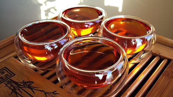 Китайский красный чай с нотками цветочных композиций