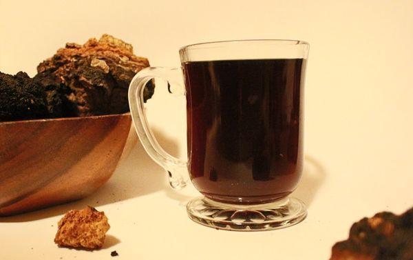 кружка с чаговым чаем