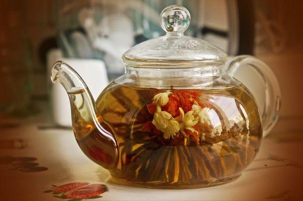 чай цветок в заварнике