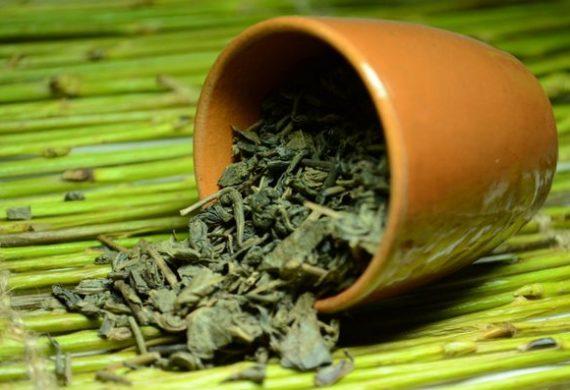 Зеленый чай, помогает ли похудеть
