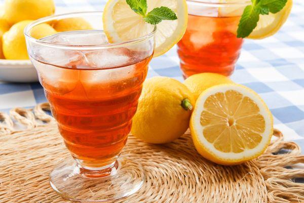 Рецепт холодного чая с лимоном поможет спастись от жары