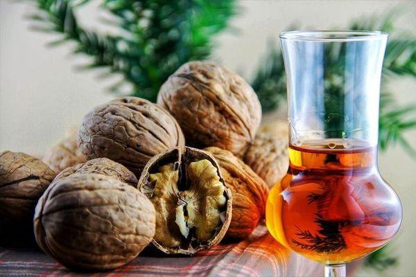 Настойка грецкого ореха на водке применение