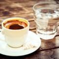 Кофе с водой, зачем это нужно, и как правильно пить?