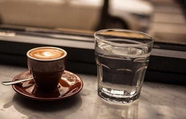 Кофе с водой, зачем это нужно, и как правильно пить, советы